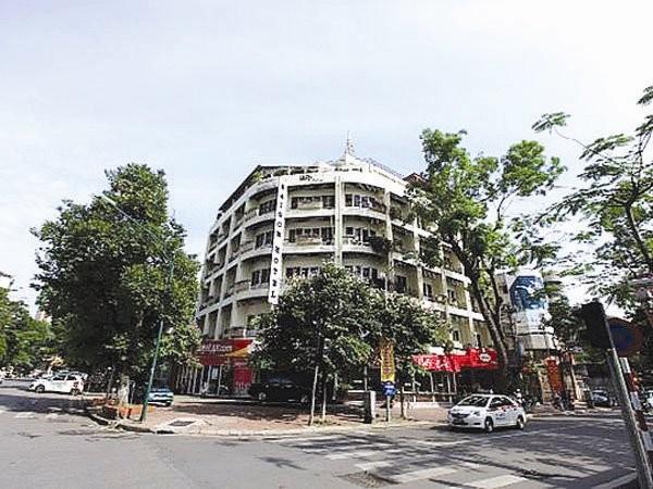 Khách sạn thương mại Sài Gòn nằm tại vị trí đắc địa tại Hà Nội, trên một diện tích đất 1.000 mét vuông.