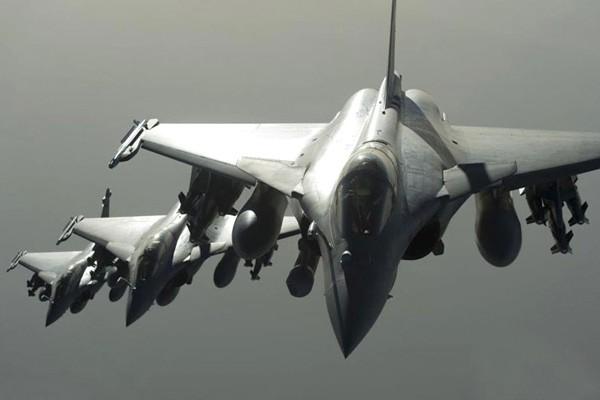 Pháp trả đũa khủng bố, ồ ạt dội bom vào thành trì IS ở Syria