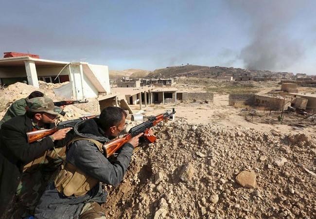 Video nữ chiến binh người Kurd lái xe tăng chiếm sân bay Menagh bắc Aleppo