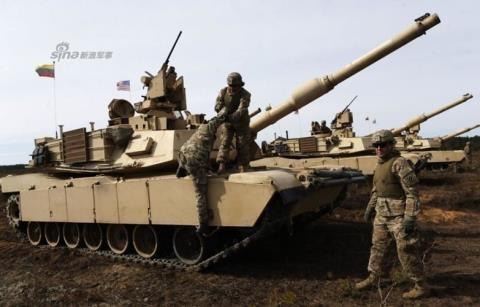 """Video phiến quân Huthis bắt sống xe tăng xịn của """"lính cậu"""" Arab Saudi"""