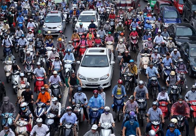 Phương tiện cá nhân tại Hà Nội gia tăng là một trong những nguyên nhân gây ùn tắc giao thông. Ảnh: Bá Đô.