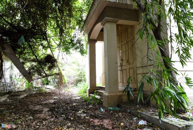 Biệt thự số 12 Nguyễn Chế Nghĩa đang bị bỏ hoang. Ảnh: Tiến Tuấn - Zing