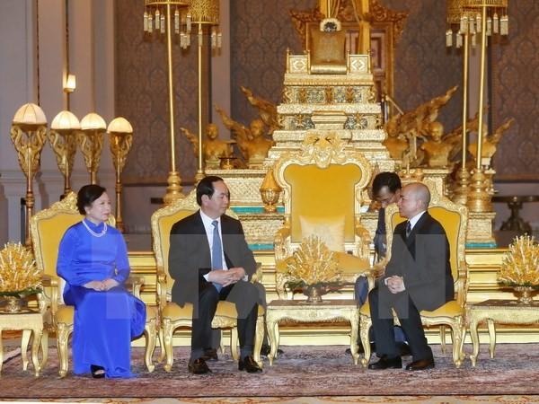 Quốc vương Campuchia Norodom Sihamoni tiếp Chủ tịch nước Trần Đại Quang và Phu nhân. (Ảnh: Nhan Sáng/TTXVN).