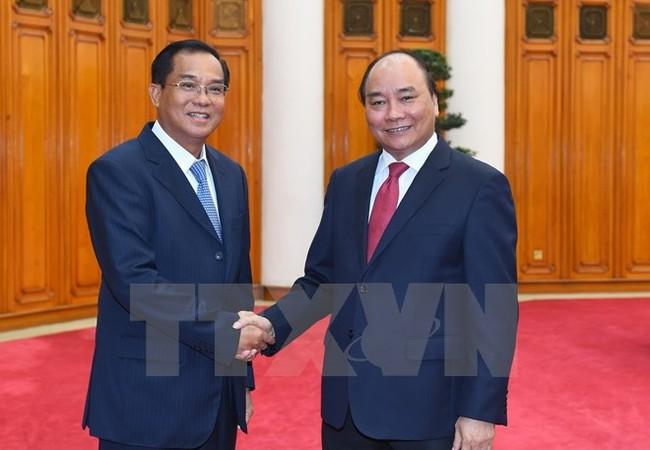 Thủ tướng Nguyễn Xuân Phúc tiếp ông Suphan Keomisay, Bộ trưởng Bộ Kế hoạch và Đầu tư Lào đang ở thăm và làm việc tại Việt Nam. (Ảnh: Thống Nhất/TTXVN).