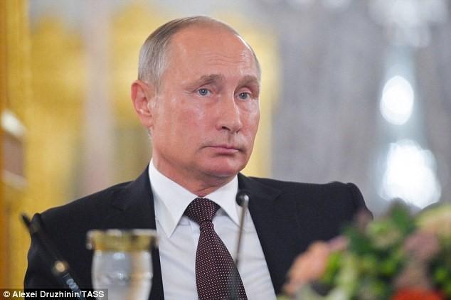 Tổng thống Putin yêu cầu quan chức Nga đưa người thân về nước? Phía Nga chưa có phản hồi chính thức nào về những báo cáo này.