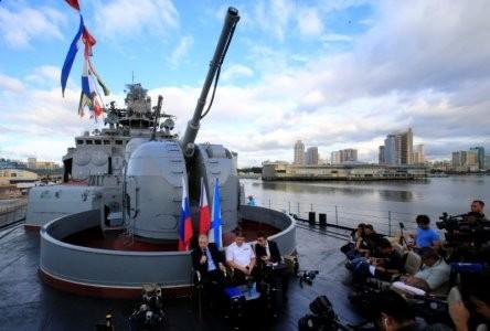 """Tàu khu trục chống ngầm """"Đô đốc Tributs"""" Nga thăm Philippines"""