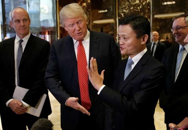 Ông Donald Trump gặp gỡ, bắt tay tỷ phú Trung Quốc.