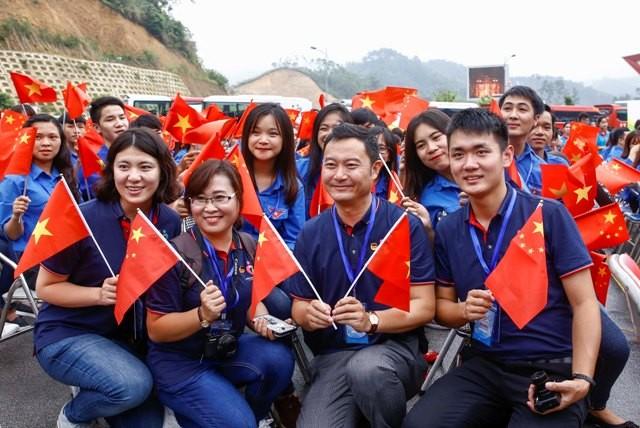 Đại biểu thanh niên hai nước tham gia Liên hoan Thanh niên Việt Nam – Trung Quốc lần thứ III - (Ảnh minh họa, tác giả Bảo Anh, nguồn: Báo Điện tử Đảng Cộng sản Việt Nam).