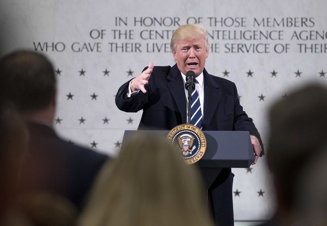 Tổng thống Donald Trump đến tổng hành dinh CIA, chỉ trích truyền thông Mỹ.