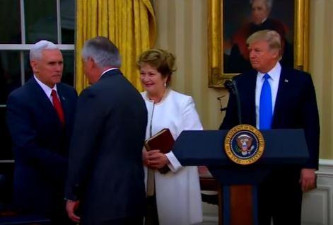 Ông Trump và phó tướng tham gia lễ tuyên thệ của Ngoại trưởng Rex Tillerson.
