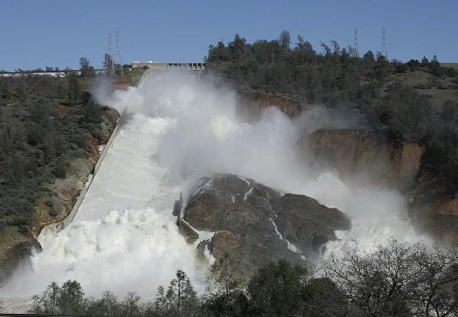 Vỡ đập khổng lồ: Mỹ tuyên bố di tản dân khẩn cấp