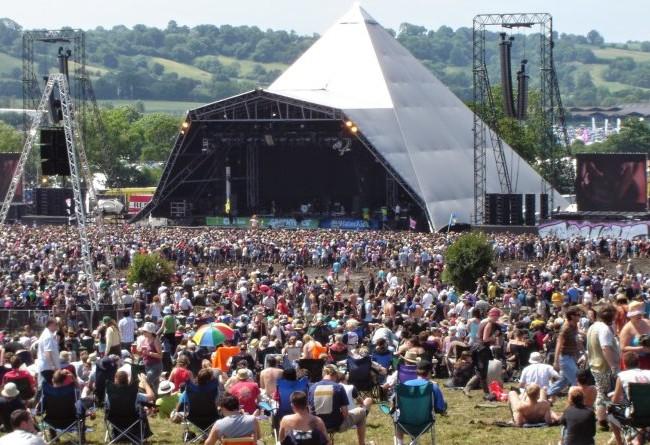 Biển người tham dự lễ hội âm nhạc Glastonbury - Ảnh: eltondaily