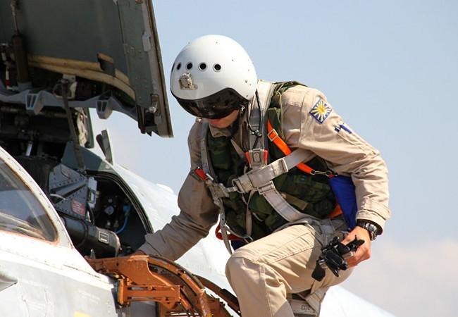 Phi công Nga lên máy bay chuẩn bị xuất kích tại chiến trường Syria
