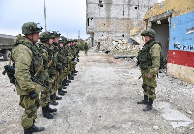 Binh sĩ Nga làm nhiệm vụ tại thành phố Aleppo, Syria sau khi thành phố được giải phóng