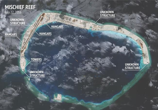 Cận cảnh đá Vành Khăn đã bị Trung Quốc bồi lấp, xây dựng đảo nhân tạo phi pháp với đường băng, nhà chứa máy bay và các công trình quân sự kiên cố trên Biển Đông
