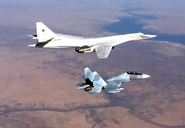 Chiến đấu cơ Su-30SM hộ tống máy bay ném bom chiến lược Tu-160 làm nhiệm vụ tại Syria