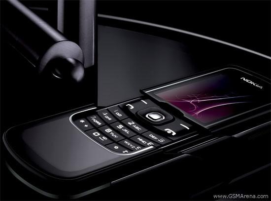 Trên tay Nokia 8600: 'Kiệt tác ánh trăng' 10 năm tuổi