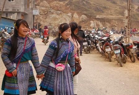 Thiếu nữ Mông trong trang phục truyền thống.