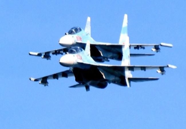 Su-30MK2 bay huấn luyện ở Trường Sa