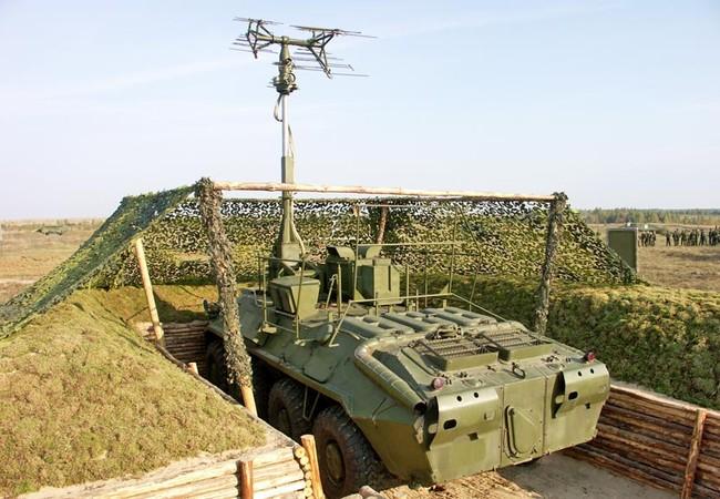 """Tổ hợp tác chiến điện tử 1L262 """"RTut – BM"""" trên thân xe BTR bánh hơi"""