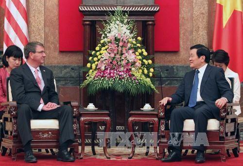 Chủ tịch nước Trương Tấn Sang tiếp Bộ trưởng Quốc phòng Hoa Kỳ Ashton Carter. Ảnh: Nguyễn Khang – TTXVN