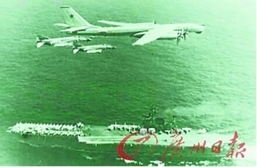 F - 14 Mỹ chặn đầu Tu - 95 Nga.
