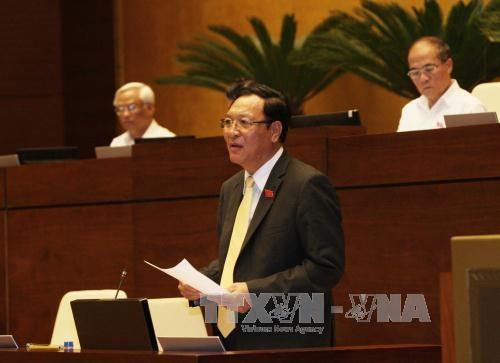 Bộ trưởng Bộ Giáo dục và Đào tạo Phạm Vũ Luận trả lời chất vấn của đại biểu Quốc hội. Ảnh: Phương Hoa – TTXVN