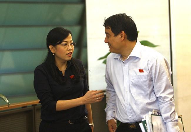 Bí thư Thứ nhất Trung ương Đoàn Nguyễn Đắc Vinh tại hành lang Quốc hội (ảnh: Việt Hưng).