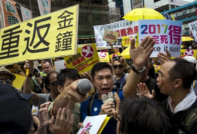 Người Hong Kong biểu tình đòi bầu cử tự do hôm qua -  Ảnh: Reuters