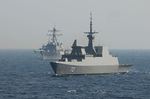 Hải quân Mỹ và Singapore trong một cuộc tập trận CARAT trên Biển Đông. Ảnh: Wikipedia