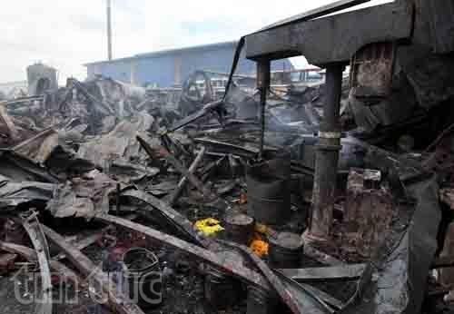 Nhà xưởng bị thiệt hại nặng nề sau vụ hỏa hoạn.