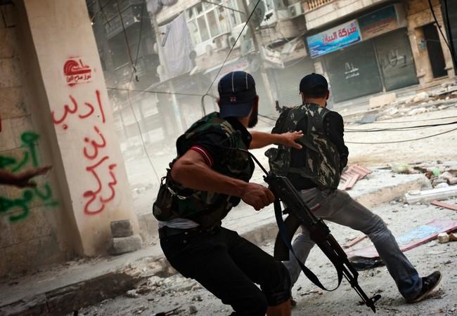 Gặp pháo tăng, chiến binh khủng bố hoảng sợ quăng súng bỏ chạy