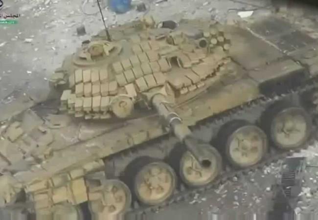 Xe tăng quân đội Syria truy sát khủng bố IS