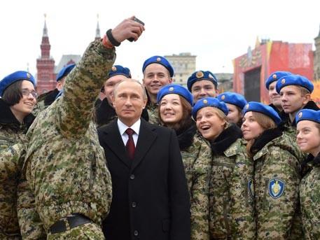 Video: Chụp ảnh selfie với ông Putin