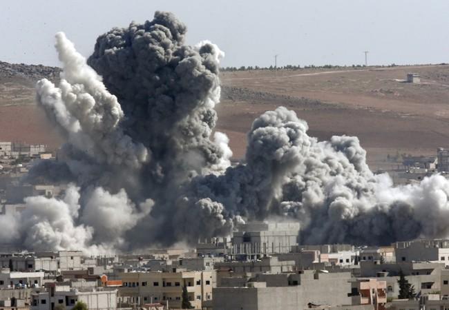 Clip: Không quân Syria oanh kích dữ dội Aleppo