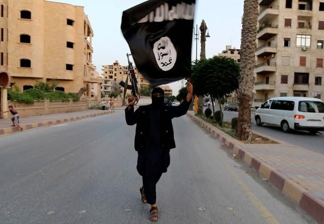 Máy bay lạ tấn công dữ dội thủ phủ IS ở Syria