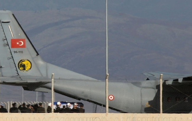 Máy bay chở thi thể phi công Nga đã về đến Ankara