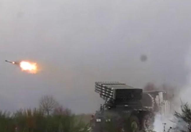 Chùm video ngày 4/12: Chiến binh khủng bố khóc như con trẻ, pháo binh Syria dội mưa lửa
