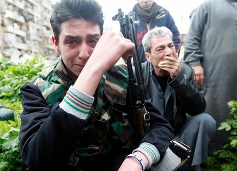 Nóng: Hàng trăm chiến binh khủng bố đầu hàng quân đội Syria