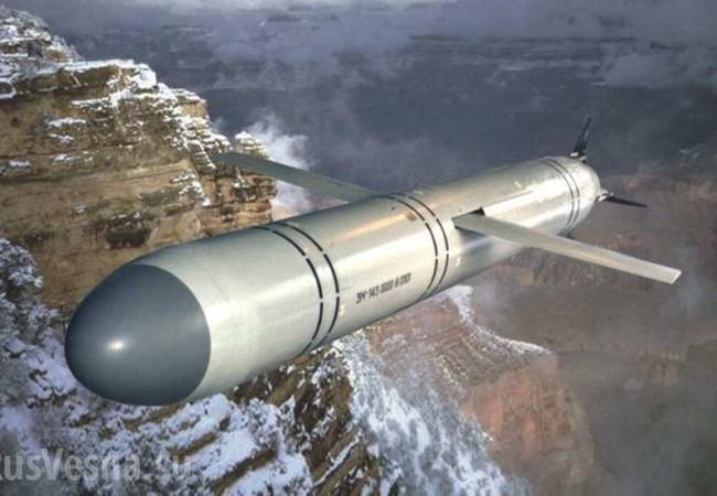 Cận cảnh vụ phóng tên lửa Kalibr từ tàu ngầm Nga