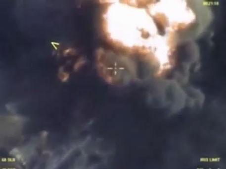Không quân Nga hủy diệt dầu ăn cướp của IS trong hỏa ngục