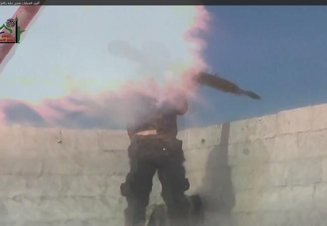 Video: Chiến binh săn tăng bị xe tăng thổi tan xác