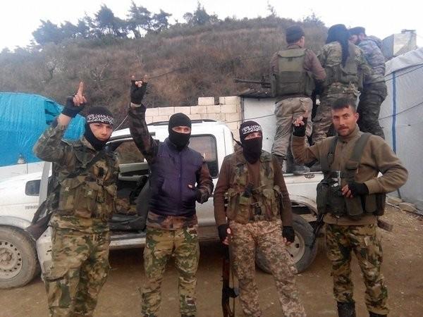 Các tay súng lực lượng Hồi giáo cực đoan trong trại tỵ nạn trên biên giới Thổ Nhĩ Kỳ - Syria