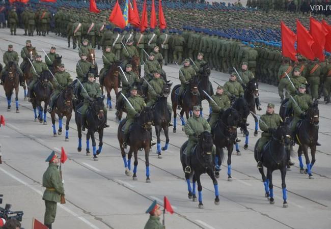 Video: Lực lượng diễu binh kỷ niệm ngày chiến thắng Nga cơ động về Moscow