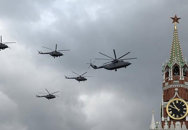 Video: Cảnh quay không quân Nga diễn tập diễu binh từ cửa số Sputnik tại Moscow