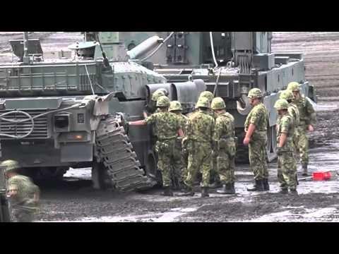 Video: Lính tăng Nhật sửa xe trật xích như thế nào?