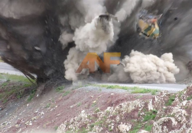 Video: Mìn của lực lượng dân quân người Kurd xé tan xe bọc thép Thổ Nhĩ Kỳ
