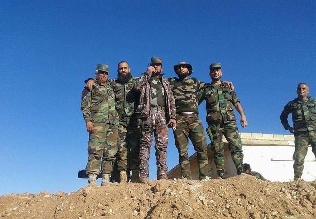 Thiếu tướng Suheil al-Hassan và sĩ quan Tigers chỉ huy trận chiến