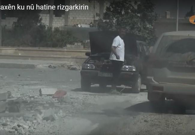 Lực lượng SDF tuần tra trên đường phố Manbij