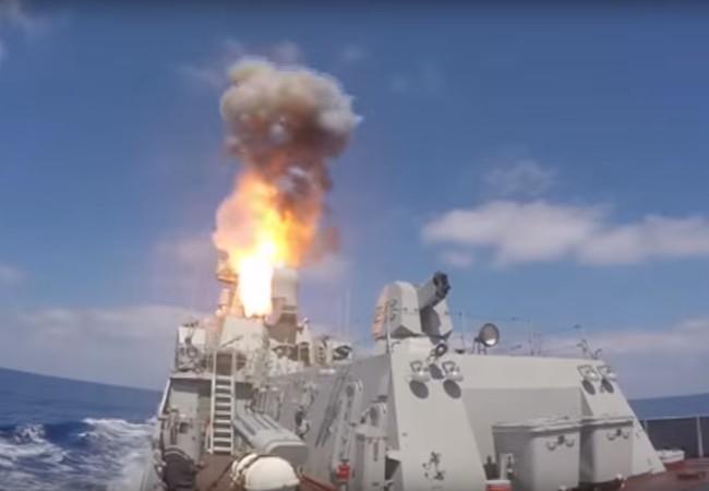Phóng tên lửa hành trình trên Địa Trung Hải.